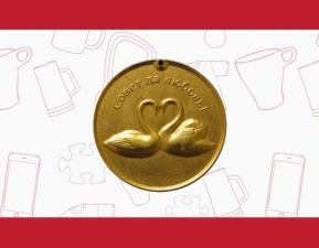 Свадебная медаль ПРЕМИУМ-класса с лебедями и гравировкой на обороте