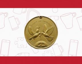 Свадебная медаль ПРЕМИУМ-класса с голубями и гравировкой на обороте